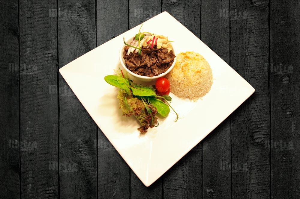 Metrofood naudan shawarma riisillala