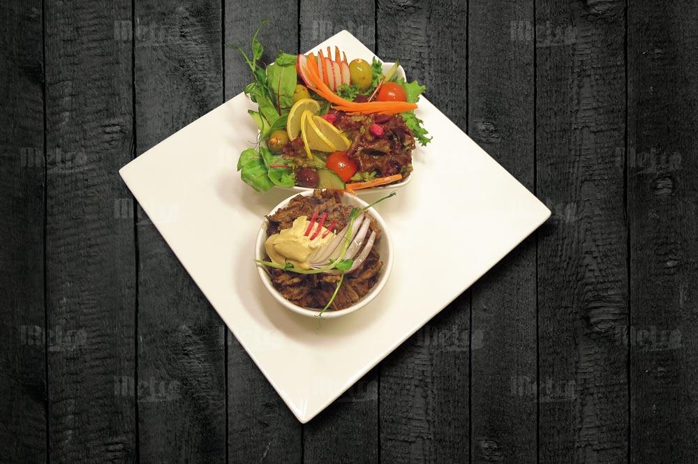 Metrofood naudan shawarma salaatilla